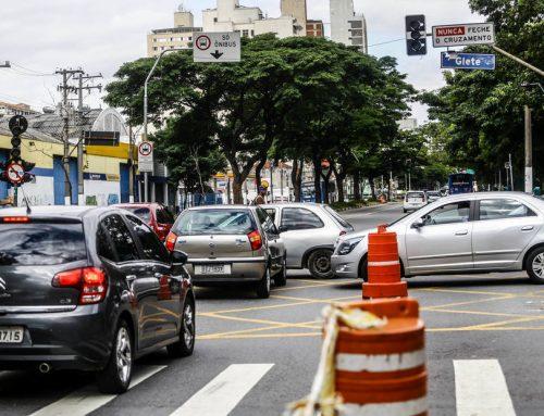 Presidente Silvio Médici é entrevistado pelo Estadão. 2/3 dos semáforos paulistanos tiveram pane no ano; Doria retoma manutenção